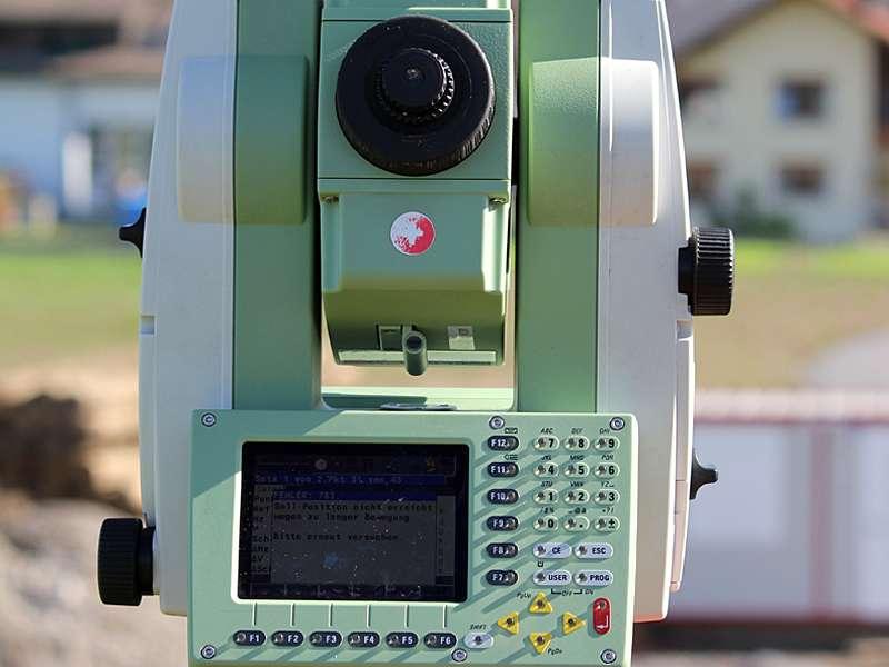 Vermessung und Geomatik: Monitoring von SBB-Gleisanlagen und Bauwerken mittels Totalstation